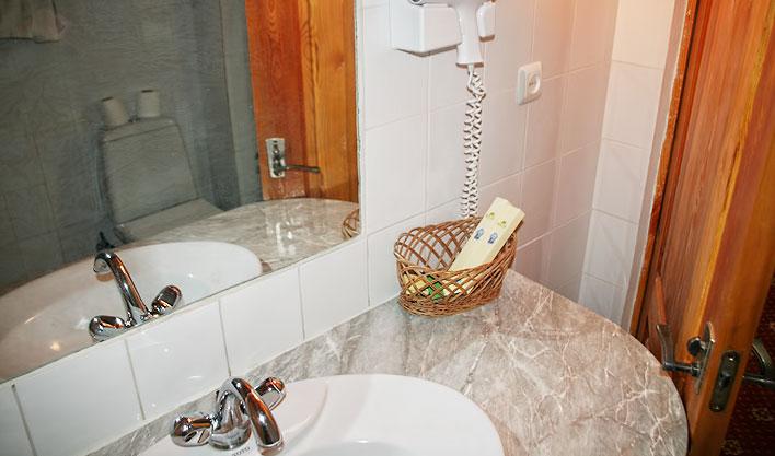 Bathroom Lyabi Haus Bukhara 2