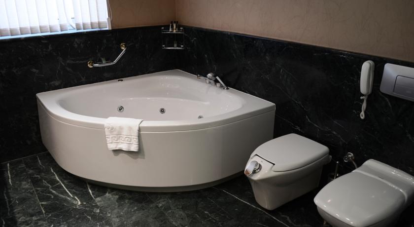 Bathroom Wyndham Tashkent 1