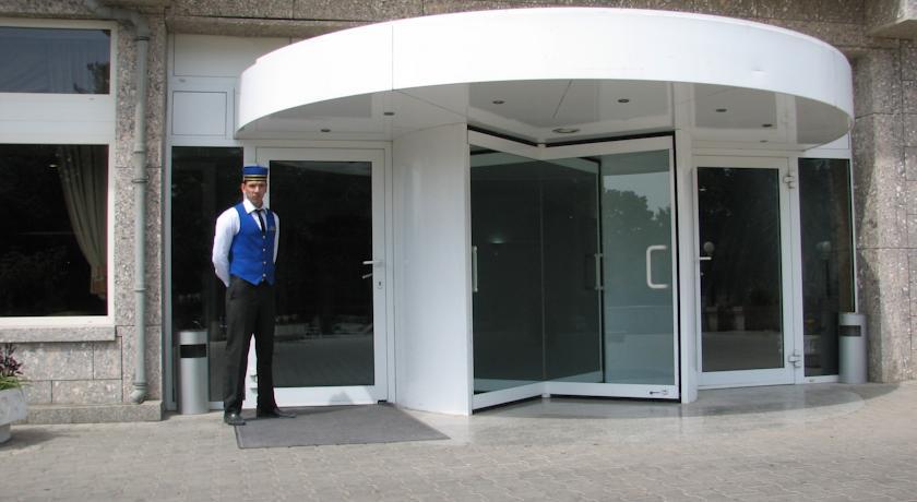 Entrance Shodlik Palace Tashkent