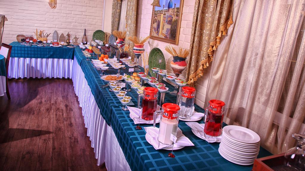 Restaurant Hotel Sharq Tashkent 2