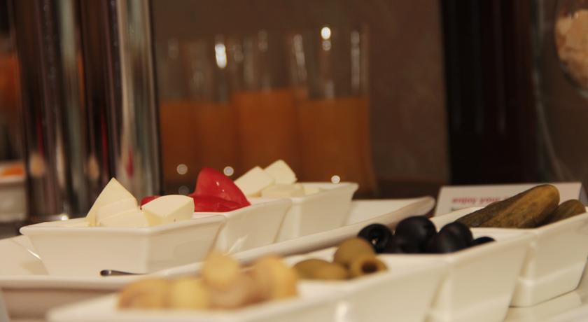 Restaurant Ramada Tashkent 6