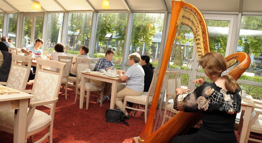 Restaurant Wyndham Tashkent 3