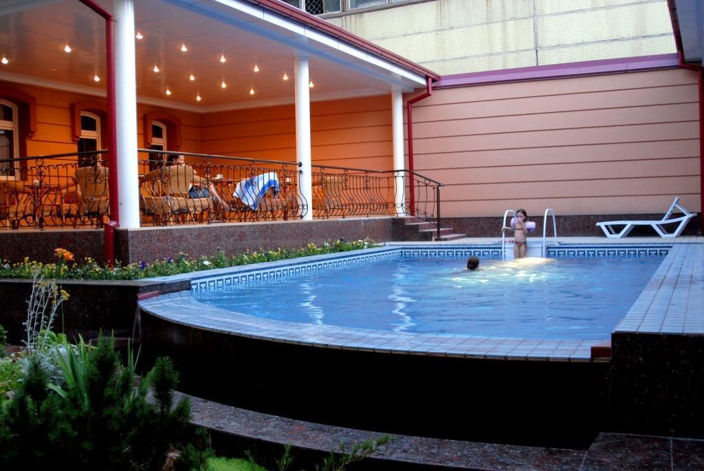 Swimming Pool Hotel Bek Tashkent 3