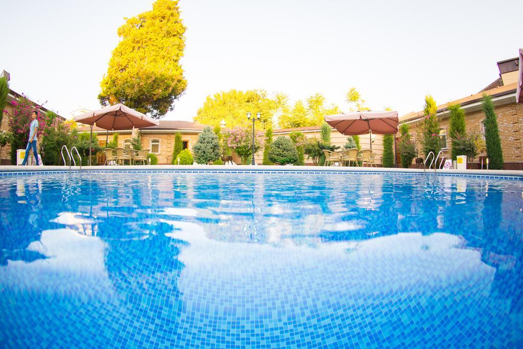 Swimming Pool Hotel Sharq Tashkent 2