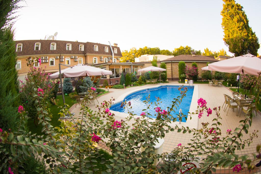 Swimming Pool Hotel Sharq Tashkent 3