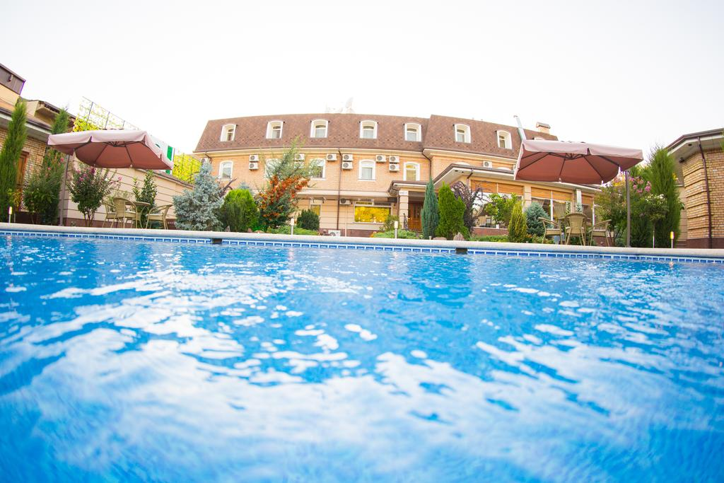 Swimming Pool Hotel Sharq Tashkent 6
