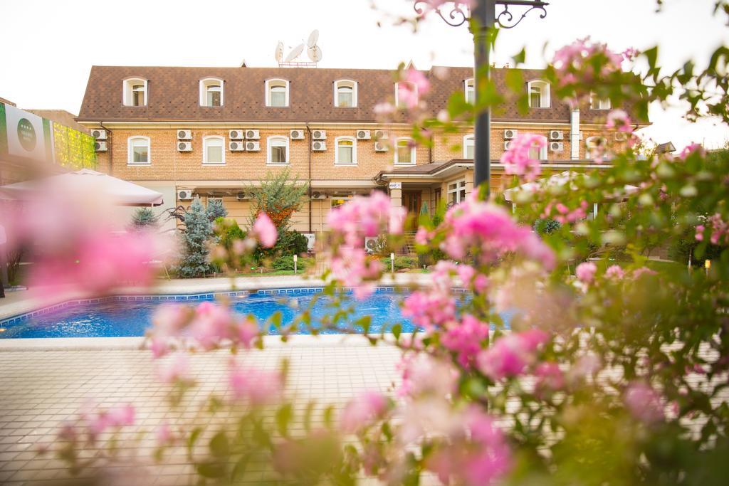 Swimming Pool Hotel Sharq Tashkent 8