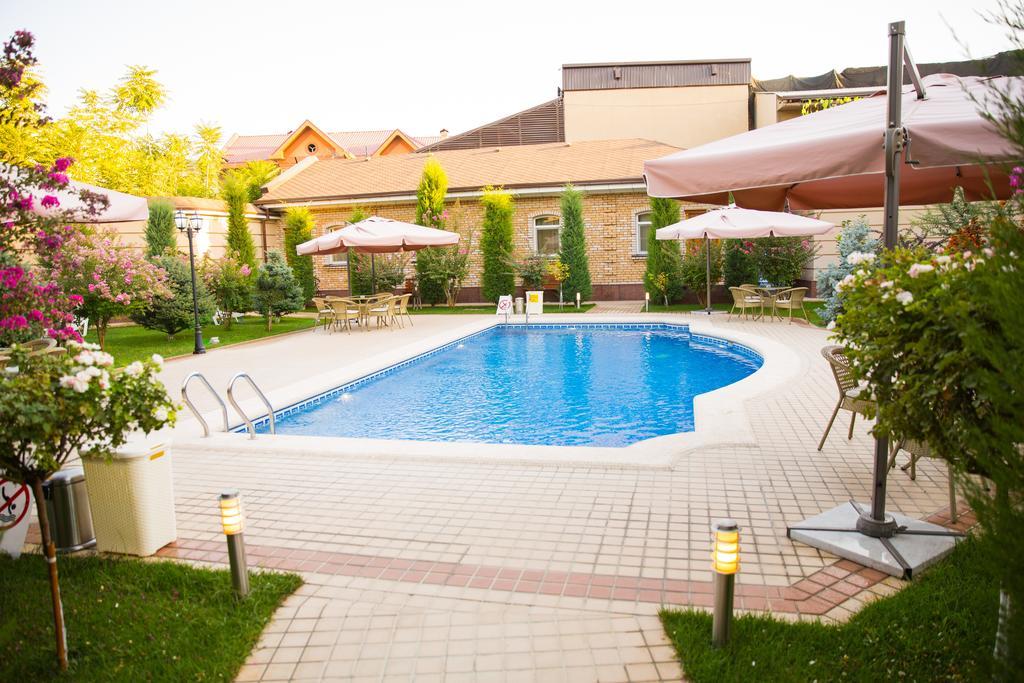Swimming Pool Hotel Sharq Tashkent 9