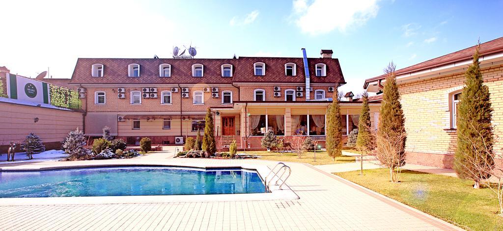 Swimming Pool Hotel Sharq Tashkent