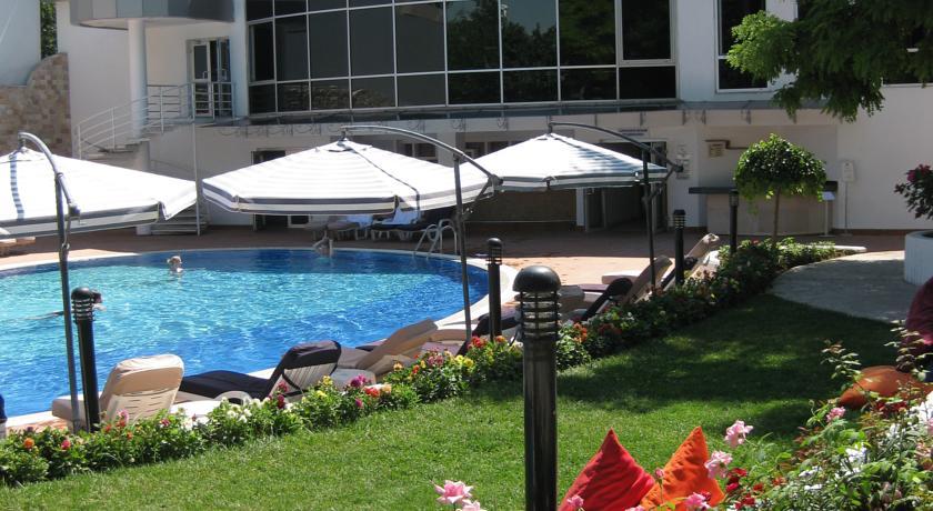 Swimming Pool Wyndham Tashkent